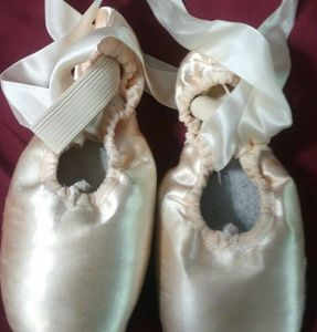 Capezio toe shoes girls